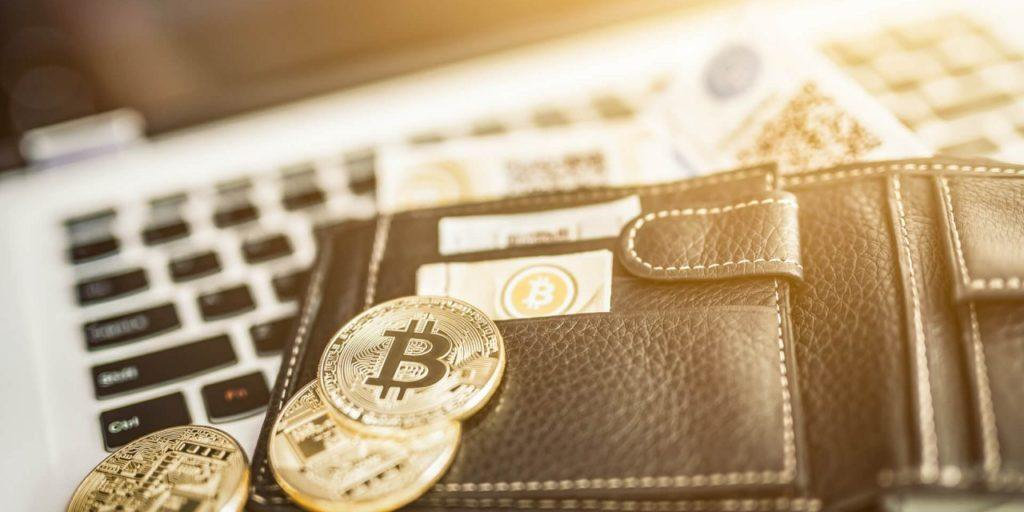 как купить криптовалюту за рубли и доллары