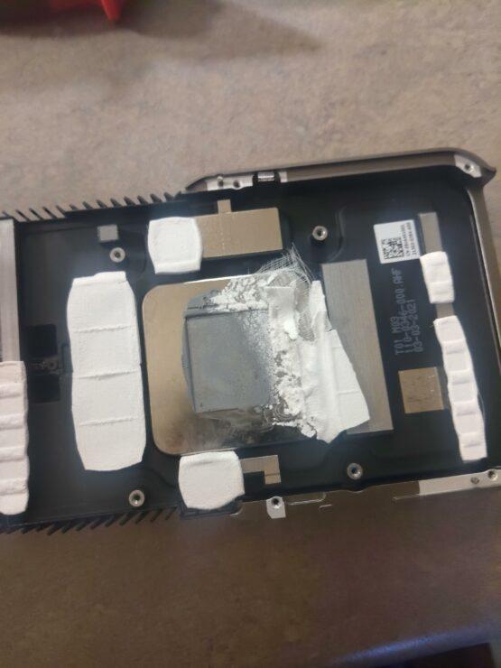 Половина GDDR6X без термопрокладок в ASUS RTX 3080 Ti TUF: пользователь вскрыл карту из-за перегрева.